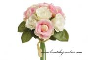 Detail anzeigen - Blume mit den Kunstrosen