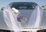Autoschmuck mit den Schaumrosen