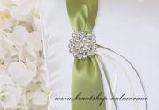 Detail anzeigen - Brosche mit den Perlen
