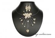 Detail anzeigen - Schönes Brautset aus den Perlen in creme