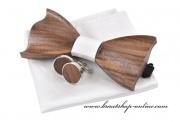 Detail anzeigen - Holzfliege, Taschentuch und Knöpfe